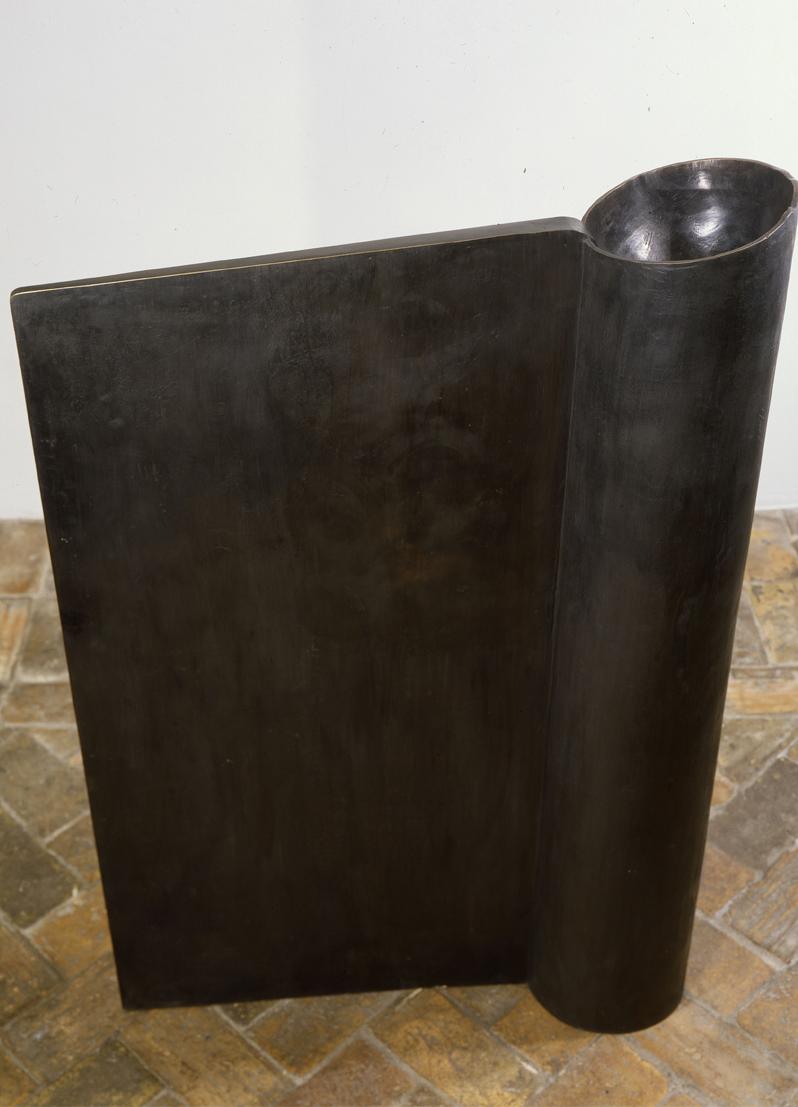 <i>Senza titolo</i>, 1989. Bronzo, 147,5 x 94,5 x 27 cm