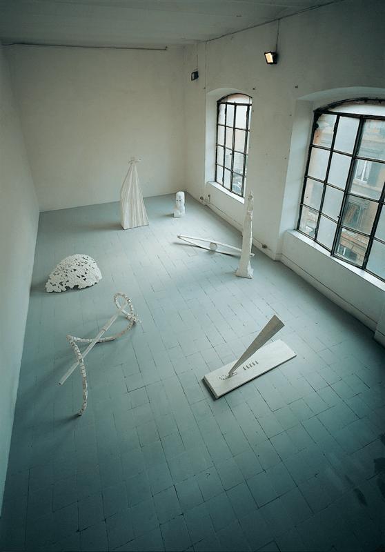 Tempus Edax Rerum, 1991 -1996. 7 gessi. Installazione. Studio dell'artista, Roma. Foto di Claudio Abate.