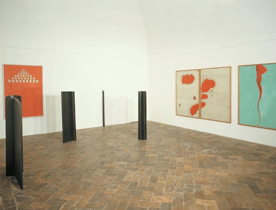 Veduta della mostra <i>Oh vocazione</i>, Gian Enzo Sperone, Roma, 1990. Courtesy Gian Enzo Sperone