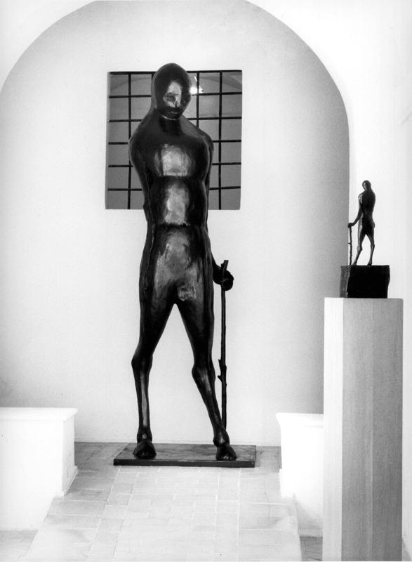 Il grande vecchio, 2004. Bronzo, 299 x 60 x 90 cm