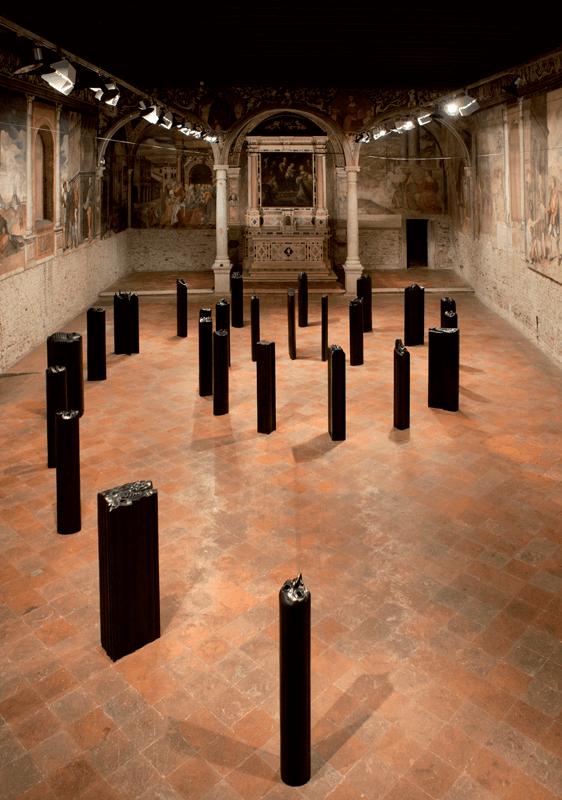 Prismi, 2007. Bronzo, h. 127 cm. Installazione.