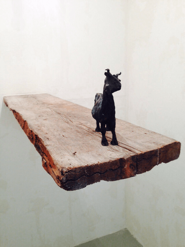 <i>Untitled</i>, 2002. Bronze and wood, 17 x 21 x 2,3 cm