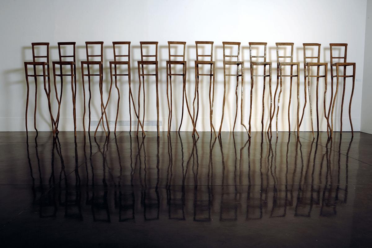Eroi, 2006. Bronzo, dimensioni varie. Installazione di 12 elementi. Macro, Roma. Foto Schiavinotto.