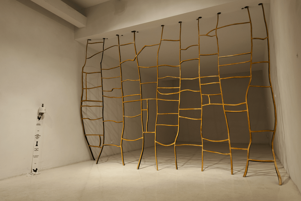 <i>Quinto quarto</i>, 2015. Wood, bronze, toilet paper, various dimensions. Ph. Ottavio Celestino