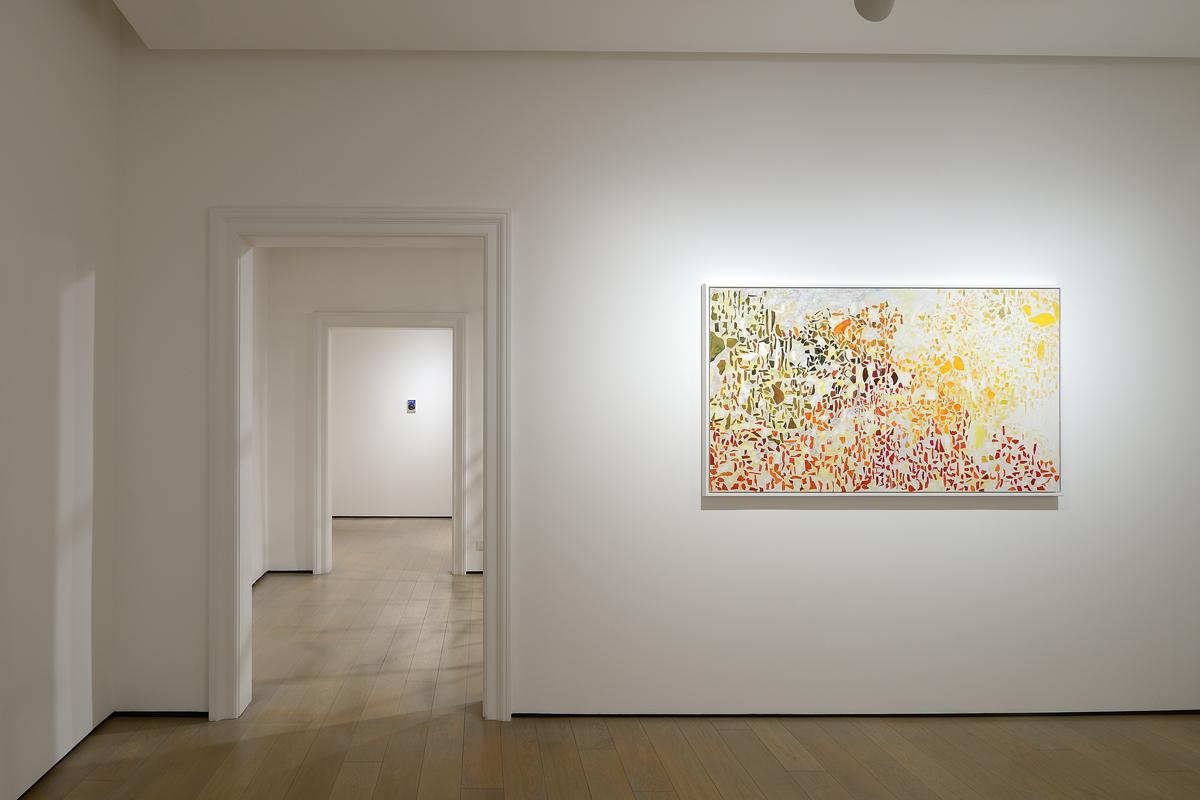 Veduta della mostra <i>Il teatro assurdo del viandante</i> alla Galleria dello Scudo di Verona (2 dicembre 2017 - 30 marzo 2018). Foto Studio Vandrasch, Milano