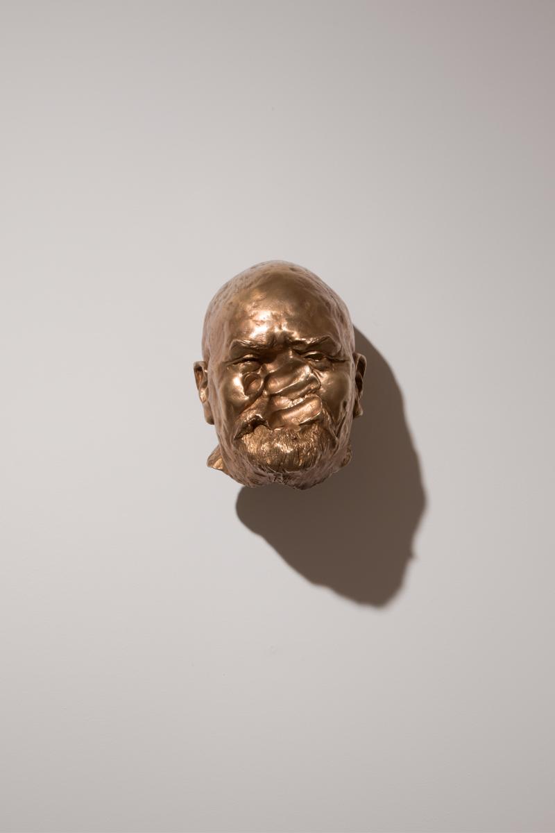 <i>Taci. Ho un peso un po' romantico sulle spalle</i>, 2017. Bronze, h. 23 cm. Ph. Studio Vandrasch, Milan
